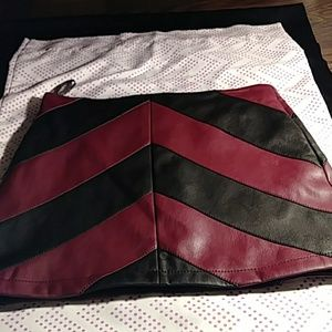 Forever 21 Faux Leather Skirt. M Black/Burgundy